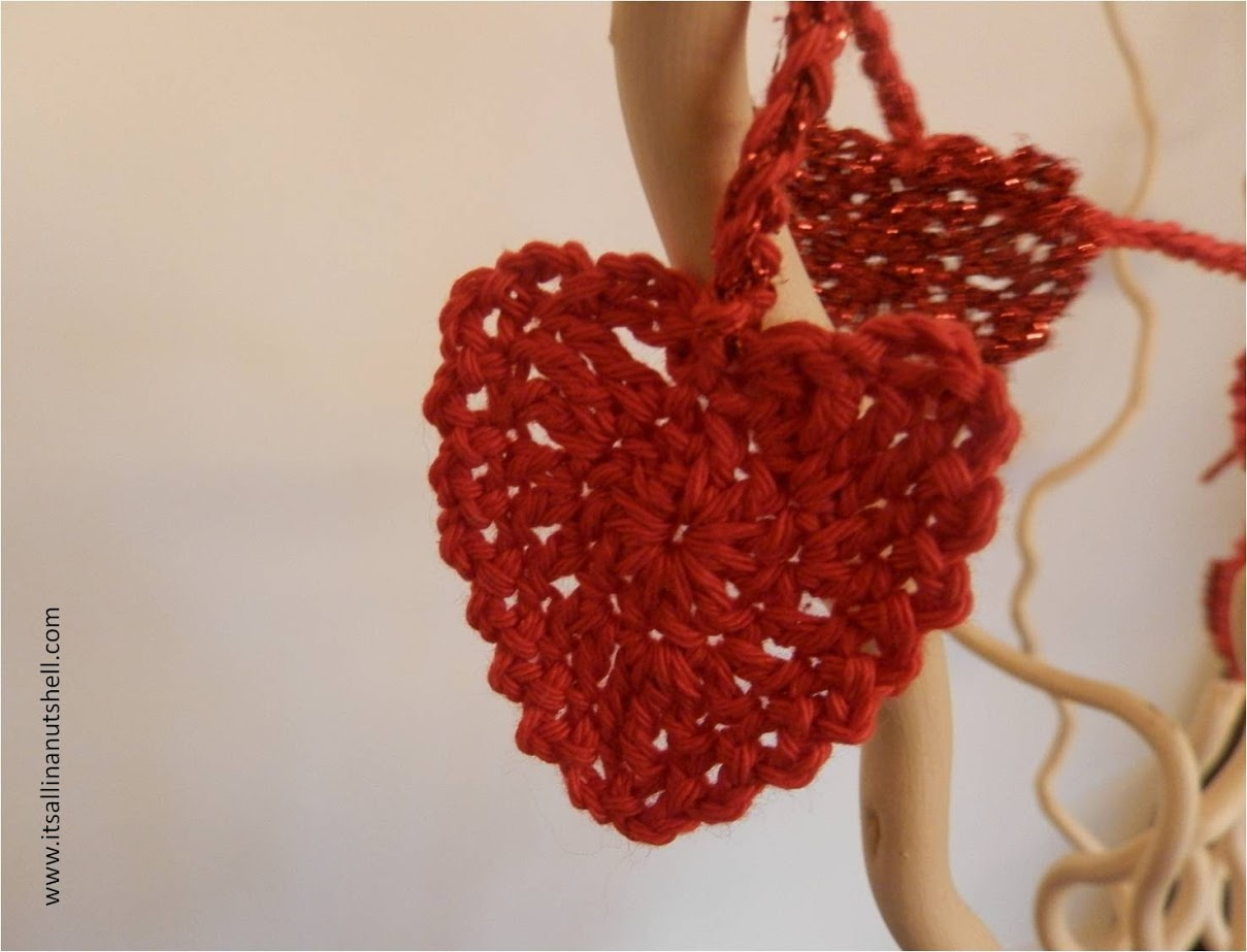 Crochet & Needle Felted Anatomical Hearts By Laura Cameron aka ... | 923x1209
