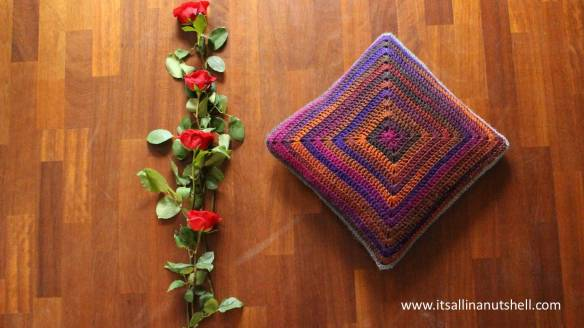 joys_cushion free crochet pattern
