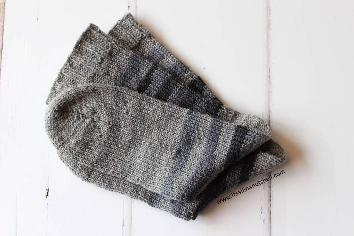 Hand knitted socks in 10 easy steps